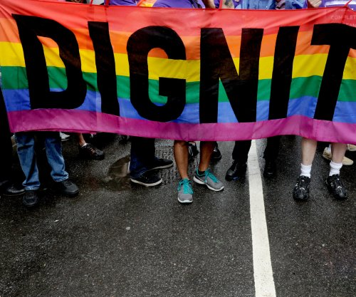 N.C. governor modifies transgender law