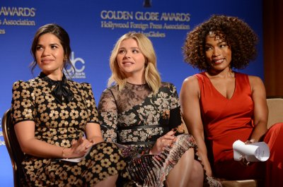Lena Dunham, America Ferrera and other stars announce plans to speak at the Democratic National Convention