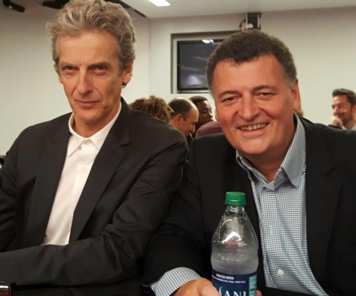 Peter Capaldi bids farewell to 'Doctor Who' fans at New York Comic Con