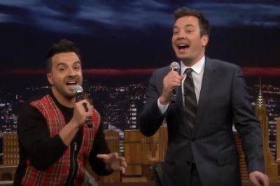 Luis Fonsi, Jimmy Fallon sing 'Despacito' with random lyrics