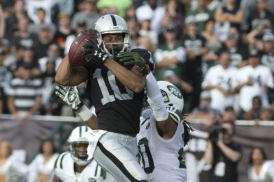 Oakland Raiders to release WR Seth Roberts following Ryan Grant signing