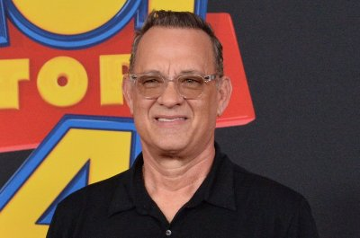 Tom Hanks shoplifts during appearance on 'Jimmy Kimmel Live'