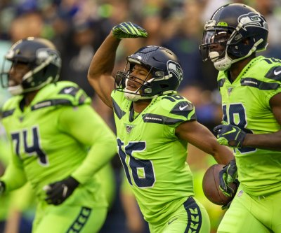 Seahawks' Tyler Lockett hospitalized after leg injury