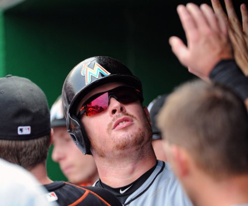 Miami Marlins top New York Mets, whose NL East lead shrinks