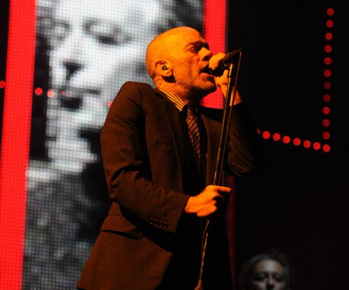 Michael Stipe covers The Doors, John Lennon during surprise performance
