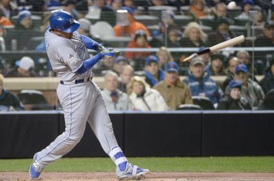 Salvador Perez's homer powers Kansas City Royals past Houston Astros