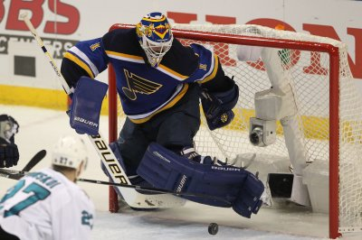 Brian Elliott makes 31 saves in St. Louis Blues' Game 1 win