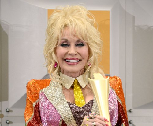 Dolly Parton's Dollywood Foundation starts donations to Tennessee fire victims