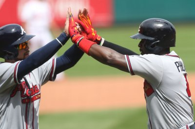 Atlanta Braves second baseman Brandon Phillips joins MLB 2,000-hit club