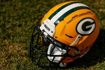 Green Bay Packers fire Winston Moss after tweet about Aaron Rodgers, team