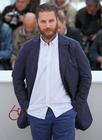 Tom Hardy runs shirtless for Stand Up to Cancer shoot [VIDEO]
