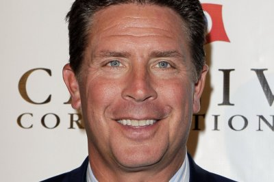 Dan Marino, 5 others, sign 1-day contracts to officially retire as Miami Dolphins