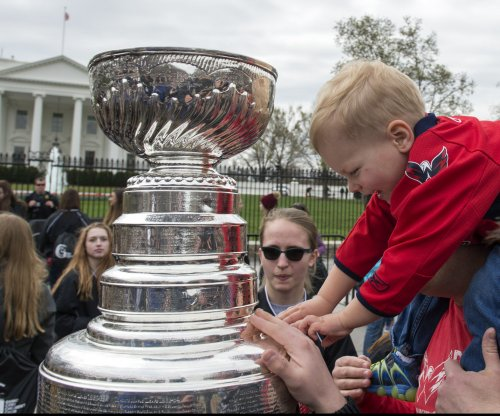 NHL's Stanley Cup makes White House visit