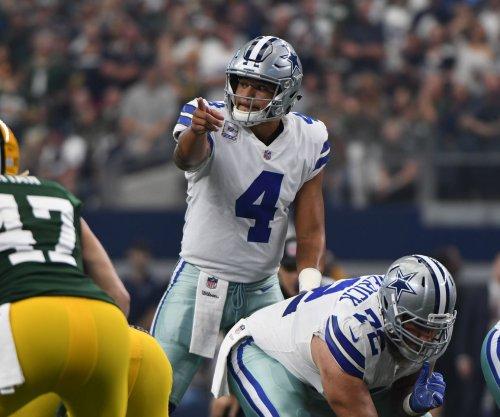 Dallas Cowboys' Dak Prescott, Ezekiel Elliott struggling in second season