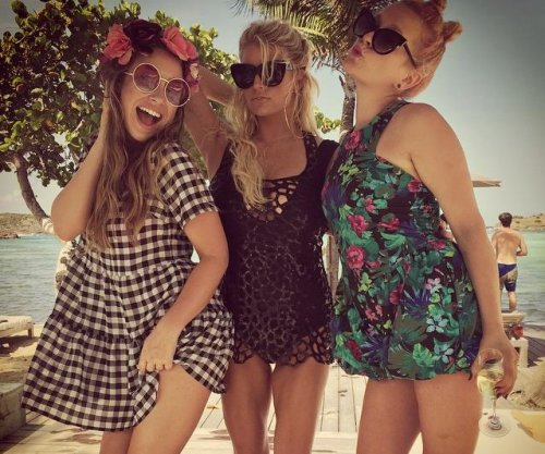 Jessica Simpson shares leggy photo from birthday celebration