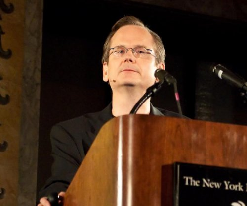 Harvard professor Larry Lessig announces presidential bid