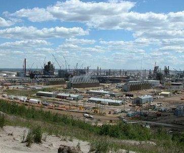 Canadian Oil Sands-Suncor spat takes new turn