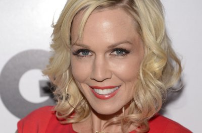 Jennie Garth, Tori Spelling to co-star in new dramedy