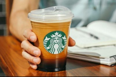 Starbucks-replacing-plastic-straws-with-new-drinking-lid