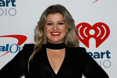 Kelly Clarkson covers 'The Greatest Showman' song 'Never Enough'