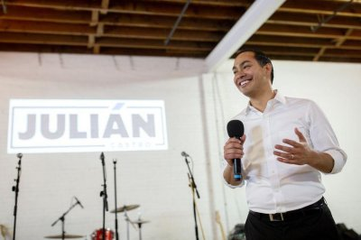 Julián Castro's housing platform aims to increase ownership, reduce discrimination