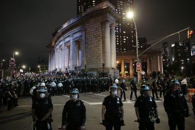 George Floyd: D.C. protesters push past 7 p.m. curfew
