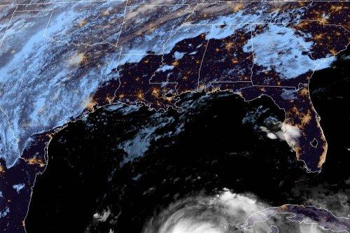 Hurricane Zeta lashes Yucatan with strong winds, heavy rains