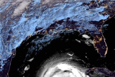 Zeta weakens to tropical storm after lashing Mexico, moves toward U.S.