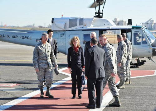 Caroline Kennedy urges Japan to play more active role internationally