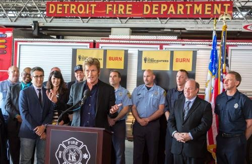 Denis Leary's foundation donates $260K in equipment to Detroit fire department