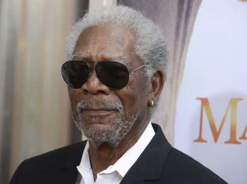 Morgan Freeman lands plane after multiple malfunctions
