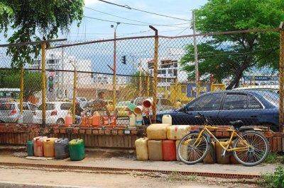 Venezuela closes last border crossing with Colombia as leaders urge talks