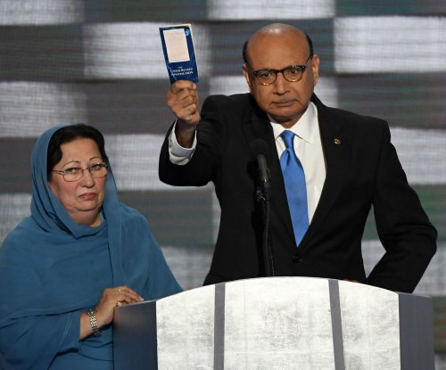 Father of slain Muslim soldier challenges Trump on immigration ban