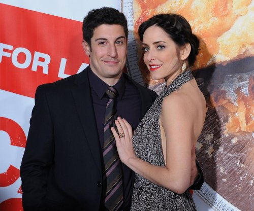 Jason Biggs, Jenny Mollen expecting baby boy