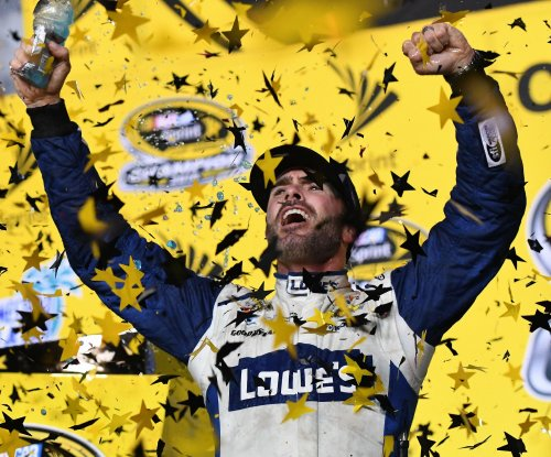 Jimmie Johnson signs extension with Hendrick Motorsports through 2020