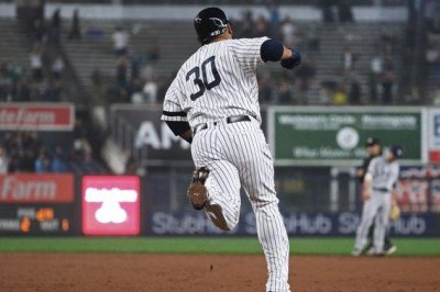 Edwin Encarnacion hits first Yankees home run