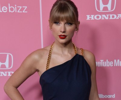 Taylor Swift wins Billboard award, takes aim at Scooter Braun