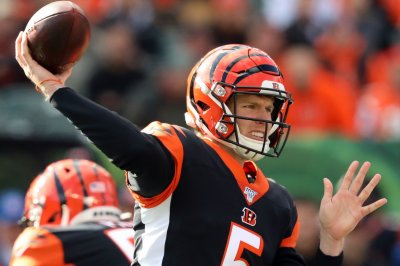 Bengals shock playoff-bound Steelers on 'MNF'