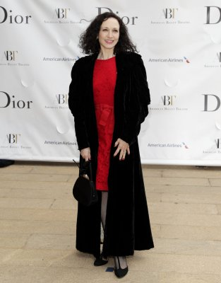 Bebe Neuwirth to return to Broadway's 'Chicago'