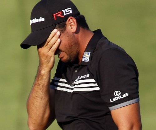 Jason Day tweaks back in first-round win