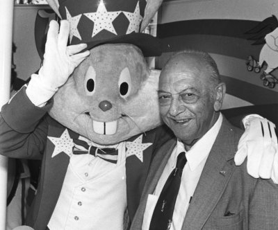 On This Day: Bugs Bunny voice Mel Blanc dies