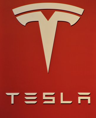 New York car dealers press for ban on Tesla's direct sales
