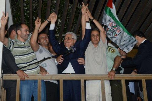 Israel releases 26 Palestinian prisoners ahead of peace talks