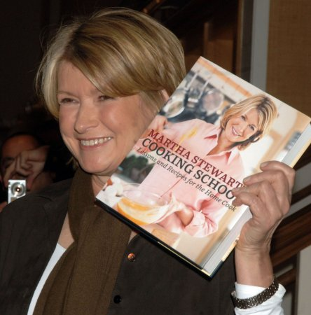 Martha Stewart to host TV fashion special