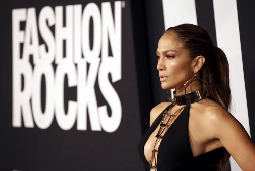 Jennifer Lopez stars in new trailer for 'The Boy Next Door'