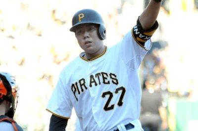 Jung Ho Kang slam helps Pittsburgh Pirates edge Cincinnati Reds