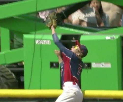 Jack Regenye jumps fence, robs HR in Junior League World Series