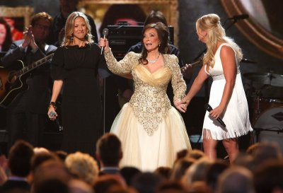 Loretta Lynn's daughter Betty Sue dead at 64