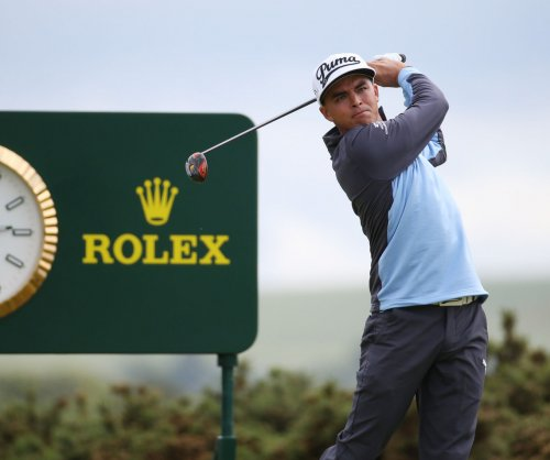 Rickie Fowler shares early lead at Phoenix Open
