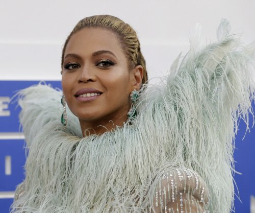 Beyonce continues performing after tearing earlobe during show